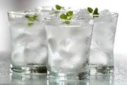 Uống 2 lít nước mỗi ngày là chưa đủ?
