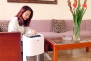 Máy hút ẩm hay máy tạo ẩm thích hợp với người bị dị ứng?