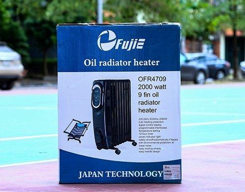 Hình ảnh bên ngoài vỏ hộp có in tên hãng FujiE, tên sản phẩm OFR4709, công suất 2000w